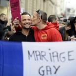 Francja: małżeństwa jednopłciowe zalegalizowane! [video]