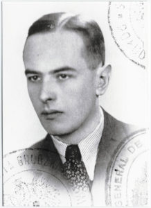 Witold_Gombrowicz_Polish_passport_m